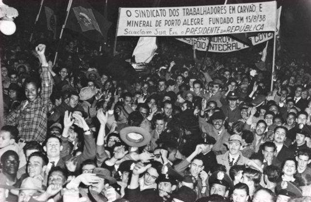 Comício em Porto Alegre em homenagem a Getúlio Vargas, sem data definida