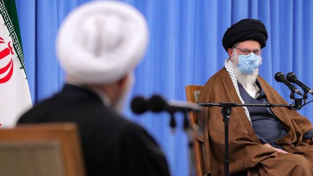آیت الله علی خامنه ای رهبر ایران و حسن روحانی رئیس جمهور