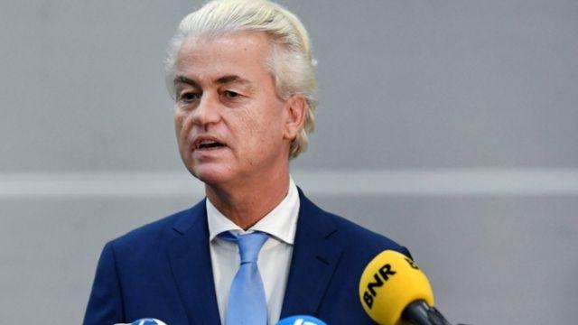 Politisi anti-Islam Belanda Geert Wilders berbicara kepada media menyusul putusan dalam bandingnya di Schiphol dekat Amsterdam, Belanda.