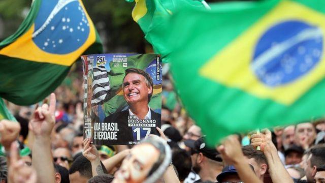 Apoiadores de Bolsonaro durante manifestação