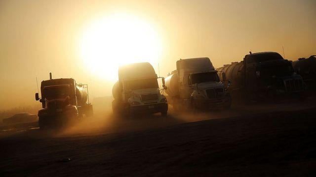 Camiones preparados para el transporte de gas en Odessa, Texas.