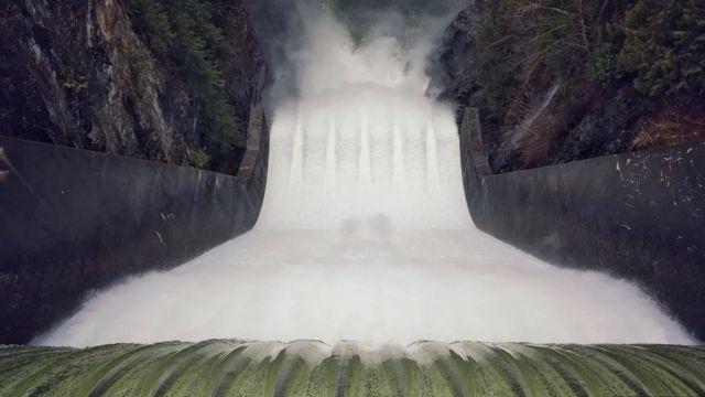 加拿大水庫瀑布