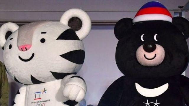 Biểu tượng Olympic Mùa đông Soohorang và Bandabi có vẻ được chào đón ở Bắc Hàn