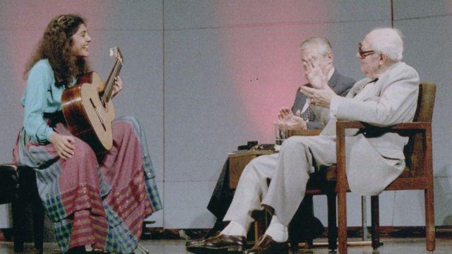 لیلی افشار در حال نواختن برای آندرس سگوویا - ۱۹۸۶