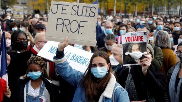 مظاهرات غاضبة في فرنسا إثر ذبح المعلم الفرنسي