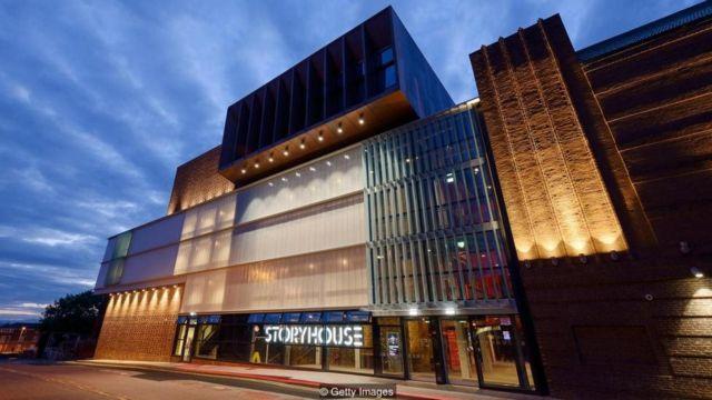 Lokasi tempat kesenian Storyhouse di Chester, Inggris, yang merupakan perluasan dari bioskop 1930an yang direnovasi, dan dirancang oleh Bennetts Associates.