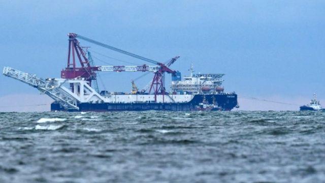 """Судно """"Фортуна"""" прокладывает трубопровод по дну Балтийского моря"""