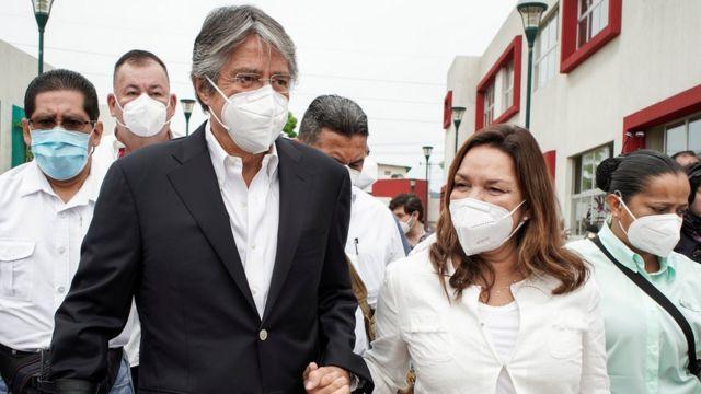 Guillermo Lasso acude a votar el 7 de febrero de 2021