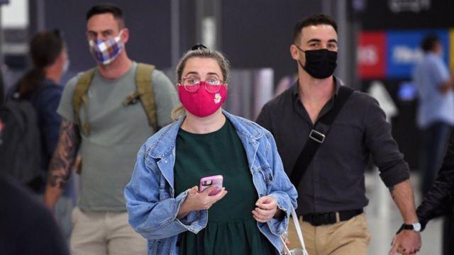 Korona virus: U Srbiji još 21 preminuli, opada broj zaraženih - puna odeljenja intenzivne nege u Britaniji