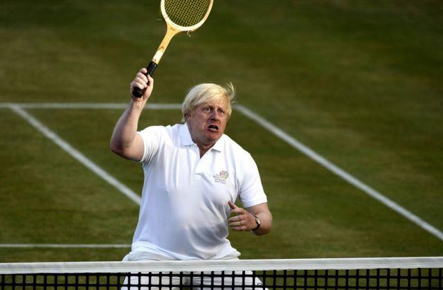 Foto mostra ex-prefeito de Londres jogando tênis