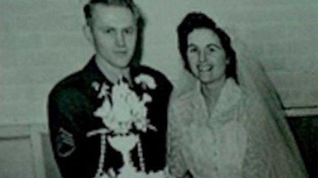 الزوجان يوم زفافهما
