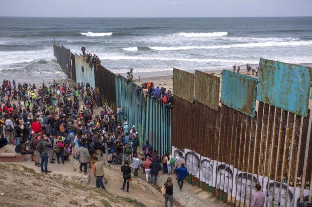 La caravana de refugiados de Centroamérica queda en un limbo legal en la  frontera entre México y Estados Unidos - BBC News Mundo