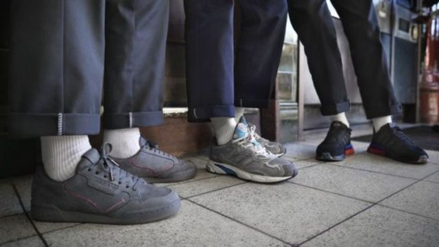 Кроссовки с логотипом лондонского метро