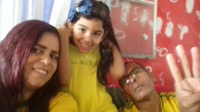 Dhiovana e os pais