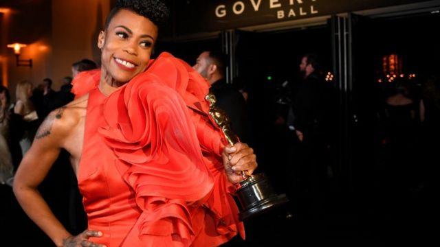 Hannah Beachler, la toute première designer noire à recevoir une récompense au titre de meilleur décor de production.