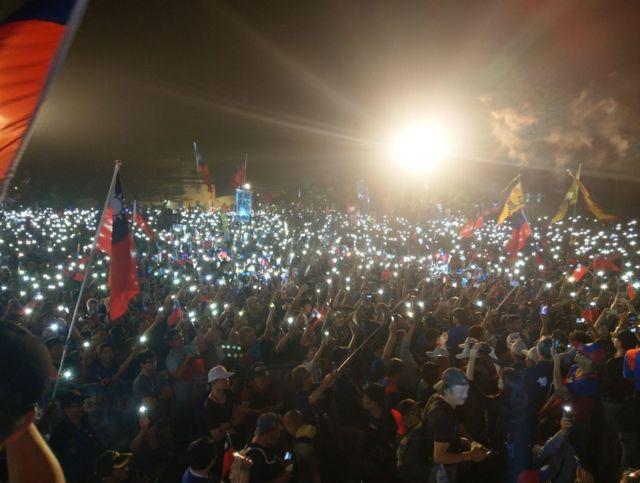 韓國瑜在高雄市的競選場合,吸引許多國民黨支持者聚集。