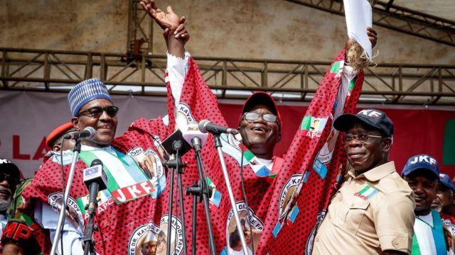 Buhari bin dey Ekiti State on Tuesday to support Fayemi to become govnor of di state