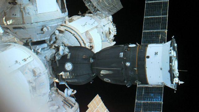 Cápsula Soyuz acoplada a la estación Mir