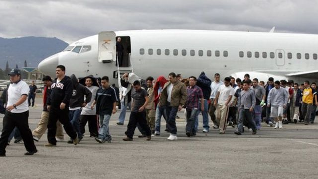 عززت إدارة أوباما إجراءات ترحيل المهاجرين خلال السنوات الأربع، ثم تراجعت الأعداد بعد ذلك