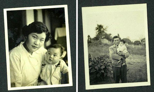 Tomoko com sua mãe, Teruko (à esquerda), e com seu pai, Tatsuyuki (à direita)