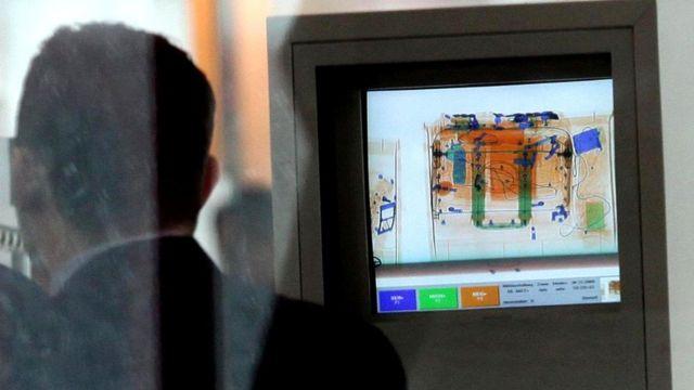 Рентгеновские лучи используют при досмотре багажа в аэропортах. Некоторые устройства могут видеть сквозь одежду