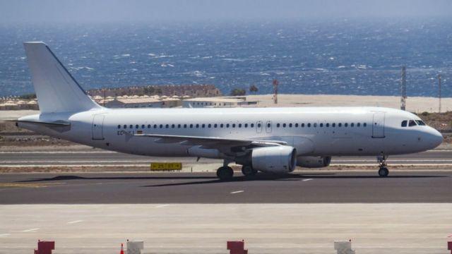 Un Airbus A320 en la pista de aterrizaje.