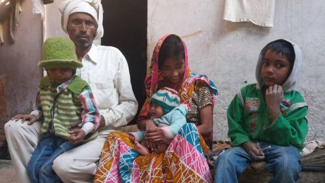 अपने परिवार के साथ पूरन शर्मा.