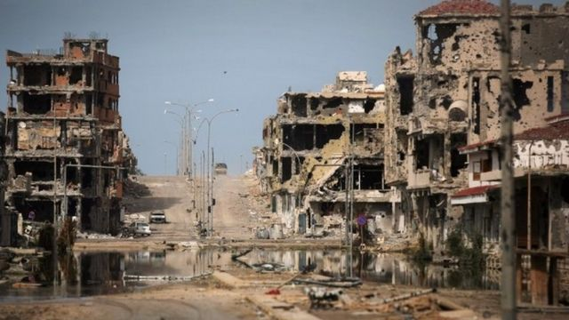 カダフィ政権が打倒された後、ISはシルトなどに拠点を築いた(写真は戦闘でがれきと化したシルトの街並み)