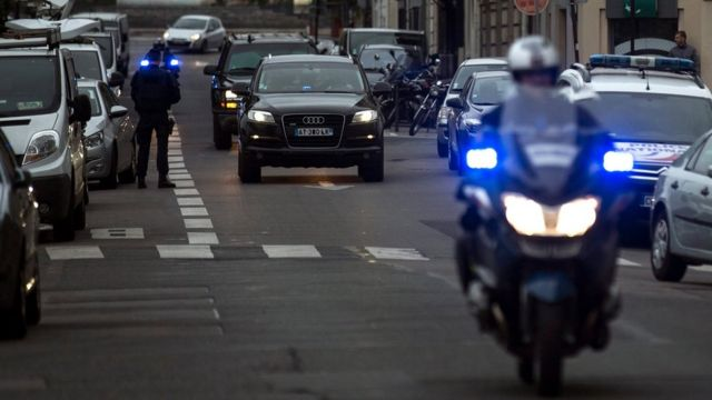 The police convoy transporting Paris attacks suspect Salah Abdeslam arrives at the Palais de Justice at Quai des Orfevres where he is to appear before French prosecutors in Paris, France (20 May 2016)