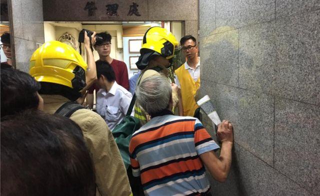 一批消防人员突然到纪念馆所在大厦调查。