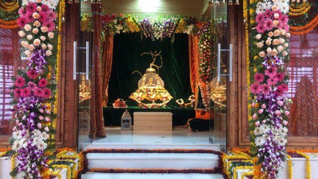 அயோத்தி ராமர் கோயில் பூமி பூஜை தொடங்கியது: பிரதமர் மோதி விழுந்து வணங்கினார்
