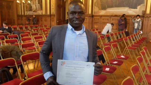 Les élèves, venants de pays en guerre, notamment africains, étaient motivés pour apprendre le français afin de s'insérer dans la société.