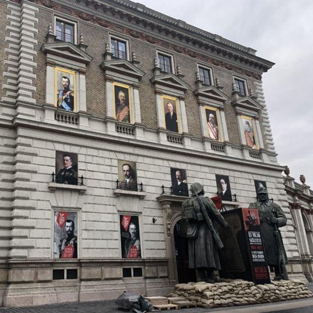 Здание музея на площади Миклоша в Будапеште