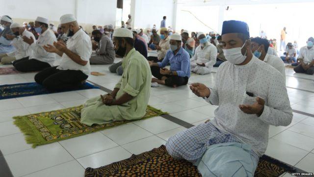 Muslimiita Sri Lanka oo masaajid ku jira