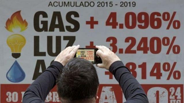 Placa com dados da inflação argentina