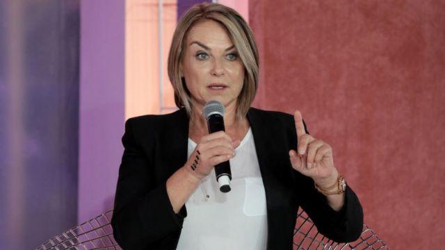 Esther Perel dando una charla.