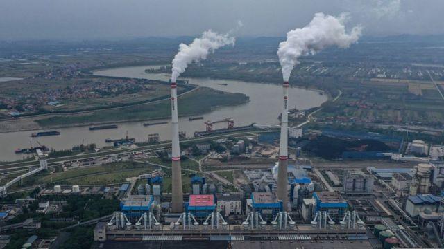 منظر جوي لمحطة طاقة تعمل بالفحم في 13 أكتوبر/تشرين أول 2021 في هانتشوان، مقاطعة هوبي، الصين