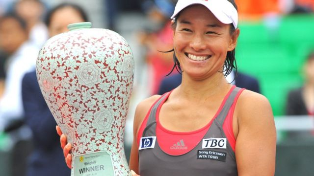 Kimiko Date holds the winner's trophy at the Korea Open Tennis championship in Seoul on September 27, 2009.