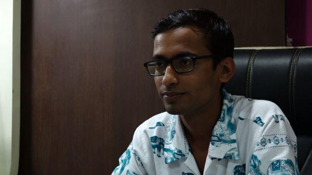 23 साल के अभिषेक मिश्रा वायरल इन इंडिया नेट नाम की वेबसाइट चलाते हैं.