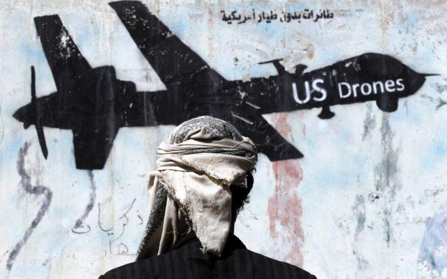 Yemen'de ABD'nin SİHA saldırılarını protesto eden bir grafiti