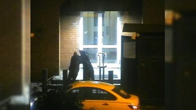 Russian policeman attacked a US diplomat near the US embassy in Moscow.