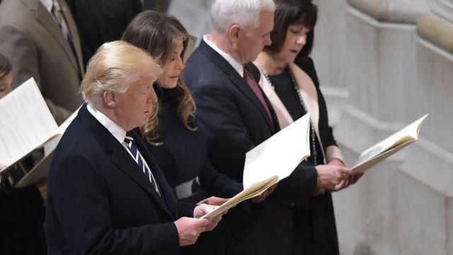 Donald Trump, Mike Pence, y sus esposas Melania y Karen, en la Catedral Nacional en enero de 2017.