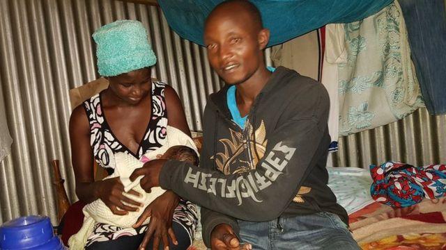 Bwana Boniface Murage kulia mkewe Agnes Elewo na mwanao aliyeleta furaha katika familia hiyo