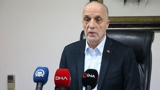 Türk-İş Başkanı Ergün Atalay geçen yıl belirlenen 2020 asgari ücret seviyesini sert bir şekilde eleştirmiş, bunun TÜİK verilerine göre bir işçinin aylık gıda harcama rakamının altında olduğunu vurgulamıştı
