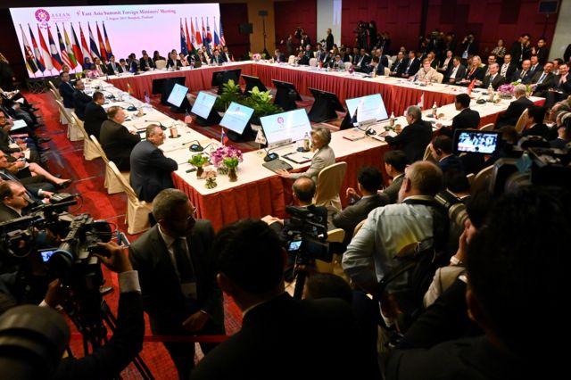 Các đại biểu tham dự Hội nghị Bộ trưởng Ngoại giao Đông Á bên lề Hội nghị Bộ trưởng Ngoại giao Hiệp hội các quốc gia Đông Nam Á (ASEAN) lần thứ 52, tại Bangkok tháng 8/ 2019.