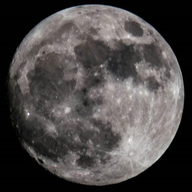 Снимок Луны из Дубая