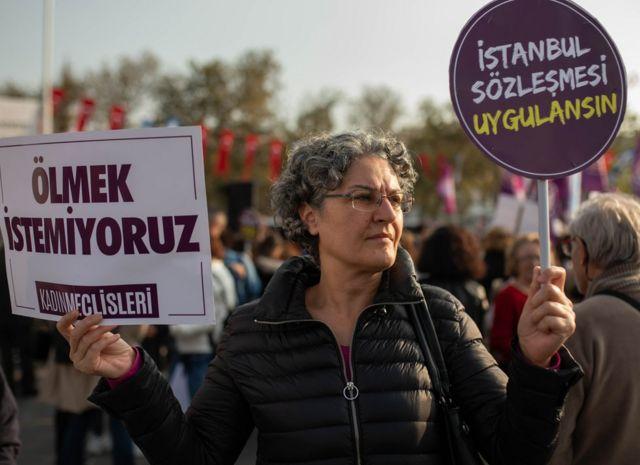 Muhafazakar çevrelerin İstanbul Sözleşmesi'ne yönelik eleştirilerinin ardından kadın örgütleri, Türkiye'nin bu sözleşmeden çekilmemesine yönelik taleplerini yineledi