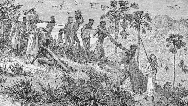 Ilustração mostra africanos capturados por outros africanos e sendo transportados até a costa, onde seriam vendidos para traficantes europeus