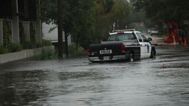 Calle inundada en Carolina del Sur.