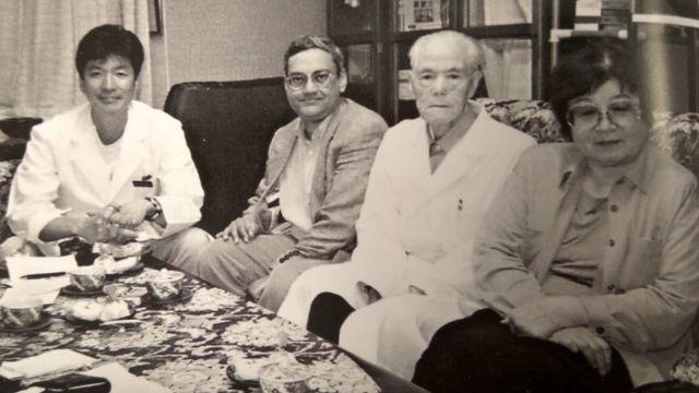 डॉक्टर तानेयोशी योशिमी (दाएं से दूसरे), जिन्होंने सुभाष बोस का इलाज किया